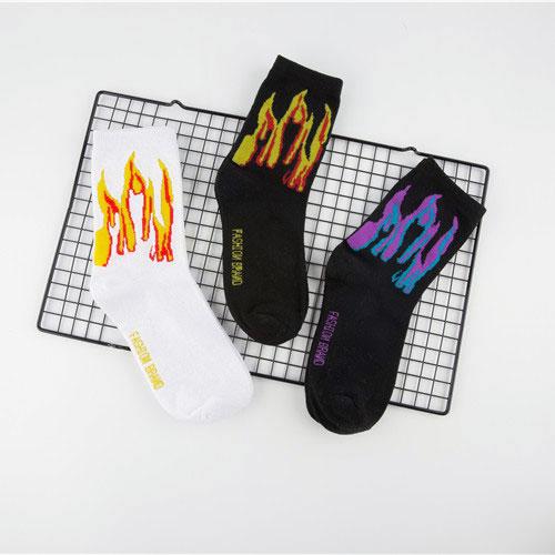 秋冬款男士长筒棉袜子批发 火焰 街头滑板袜子 嘻哈个性潮流